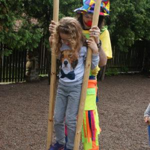 szczudlarze imprezy dla dzieci atrakcje iki studio 1 300x300