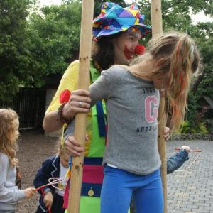 szczudlarze imprezy dla dzieci atrakcje iki studio 2 300x300