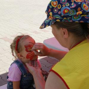 malowanie buzi imprazy dla dzieci atrakcja iki studio 1 300x300